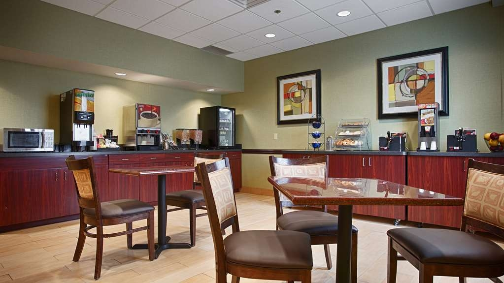 Best Western Airport Inn & Suites Cleveland - Even if you're in rush, don't miss the most important meal of the day.