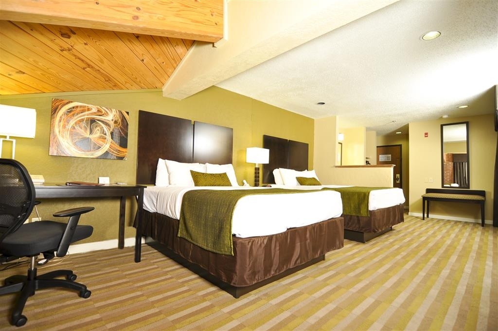 Best Western Norwalk - Relax after a long day of travel in our 2 queen guest room.