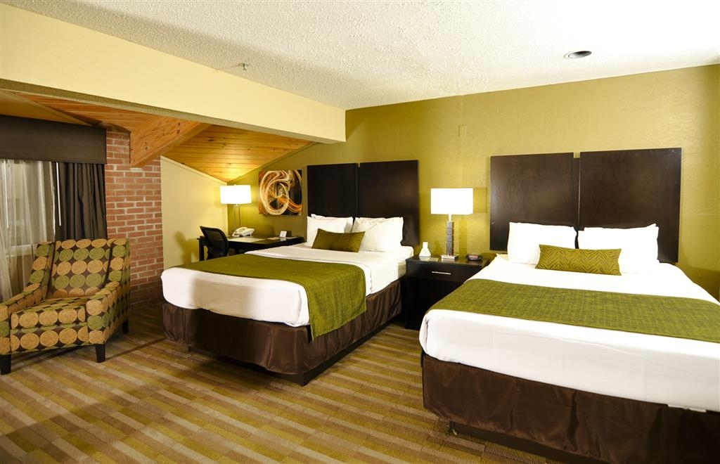 Best Western Norwalk - Spend a relaxing night together in our 2 queen guest room.