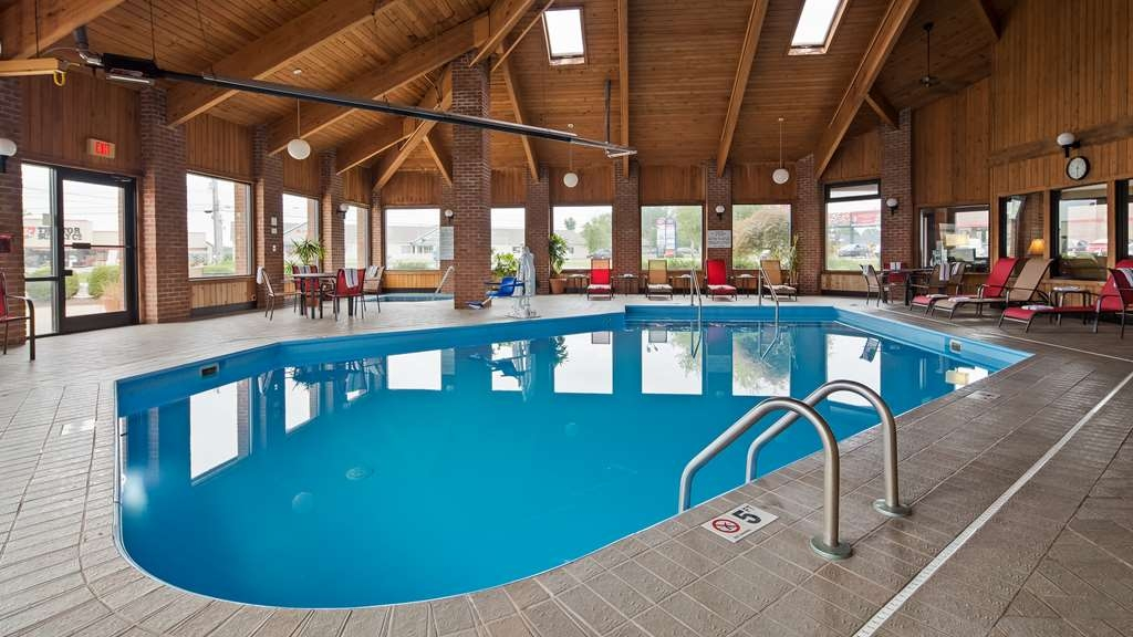 Best Western Norwalk - Indoor Pool