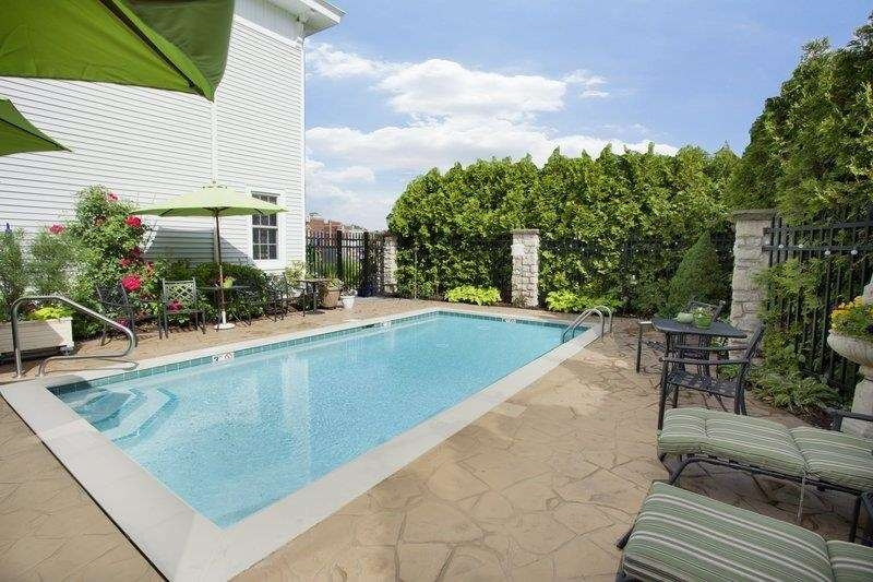Best Western Plus Lawnfield Inn & Suites - Vue de la piscine