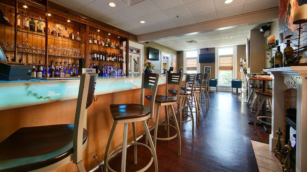 Best Western Plus Lawnfield Inn & Suites - café