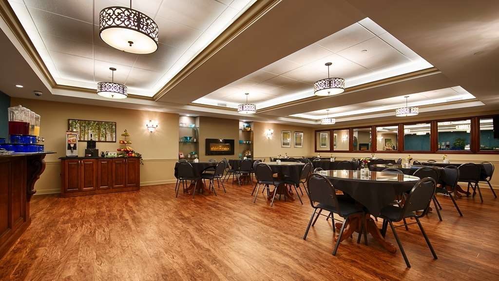 Best Western Plus Lawnfield Inn & Suites - All of our guests receive a complimentary hot buffet breakfast each day that they stay with us.
