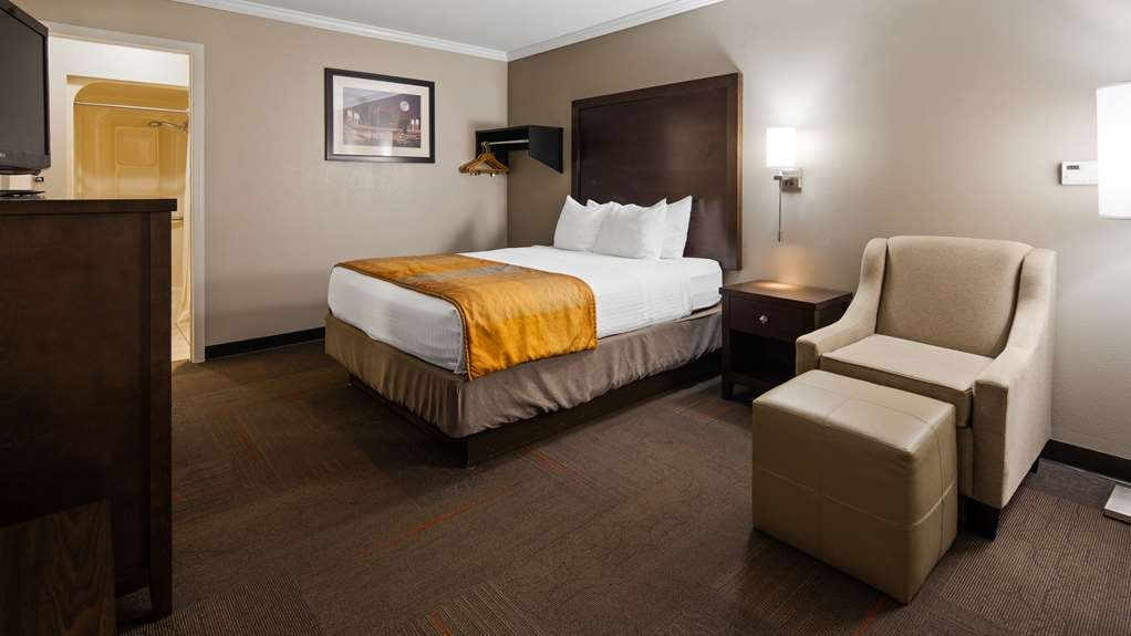 Best Western Clermont - Our handicap accessible room meets American with Disabilities Act standards, and features a walk-in shower with seating molded into the wall.