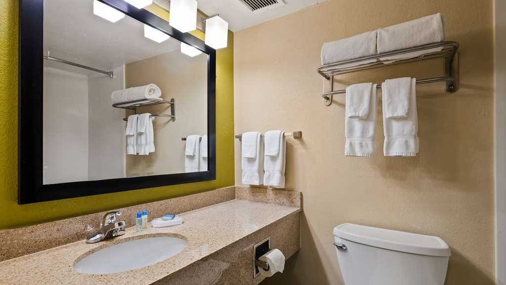 Best Western Adena Inn - Guest Bathroom