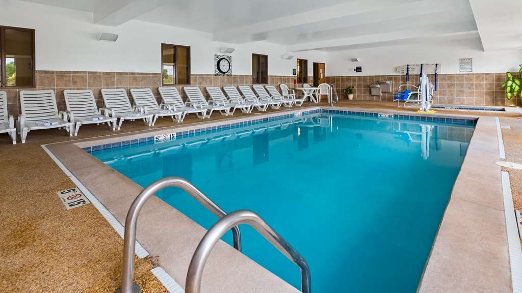 Best Western Penn-Ohio Inn & Suites - Piscina