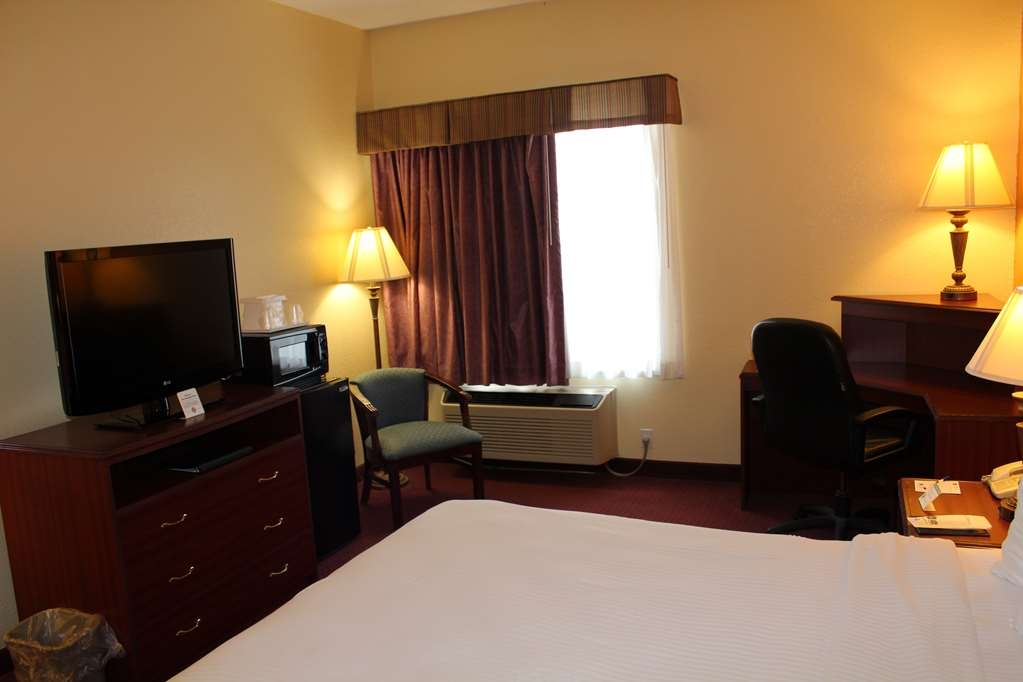 Best Western B. R. Guest - Our king guest room is spacious and offers you a comfortable place to unwind.