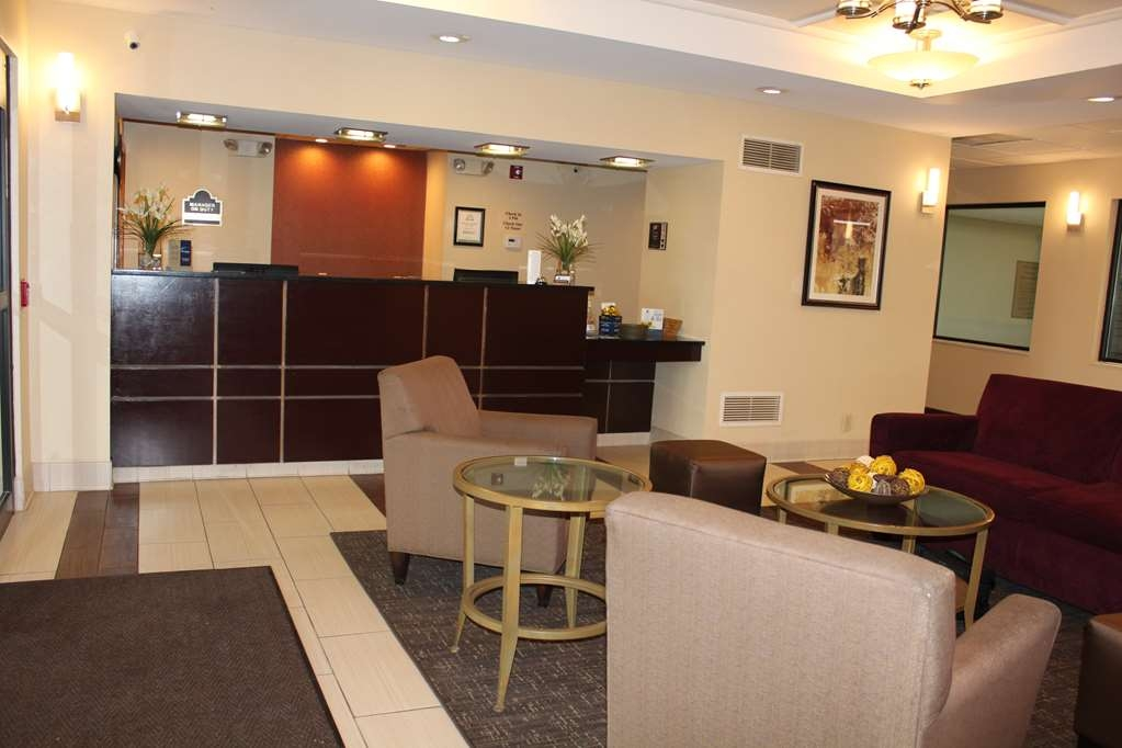 Best Western B. R. Guest - Our lobby area offers a comfortable place to read a book or socialize with colleagues and friends.