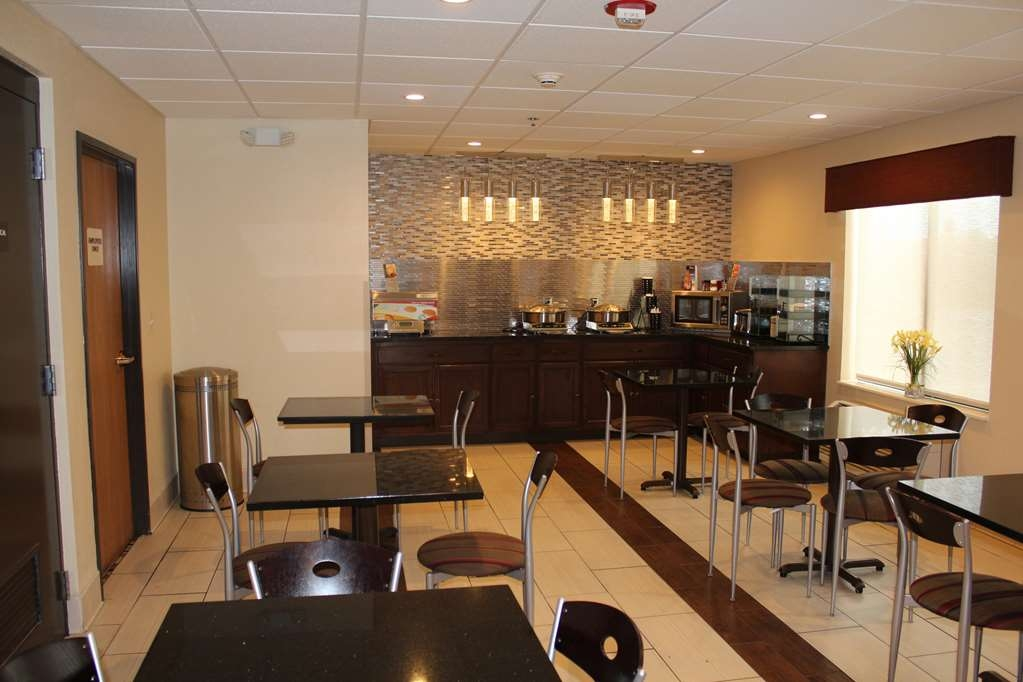 Best Western B. R. Guest - Choose from a wide selection of seating to enjoy your morning meal.