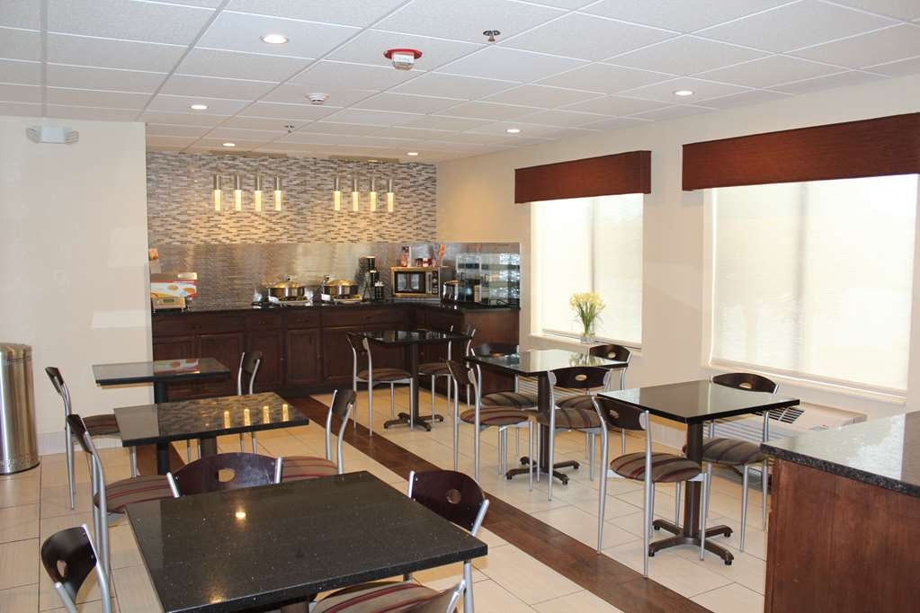 Best Western B. R. Guest - Sit down and enjoy the morning news while sipping a delicious cup of coffee.