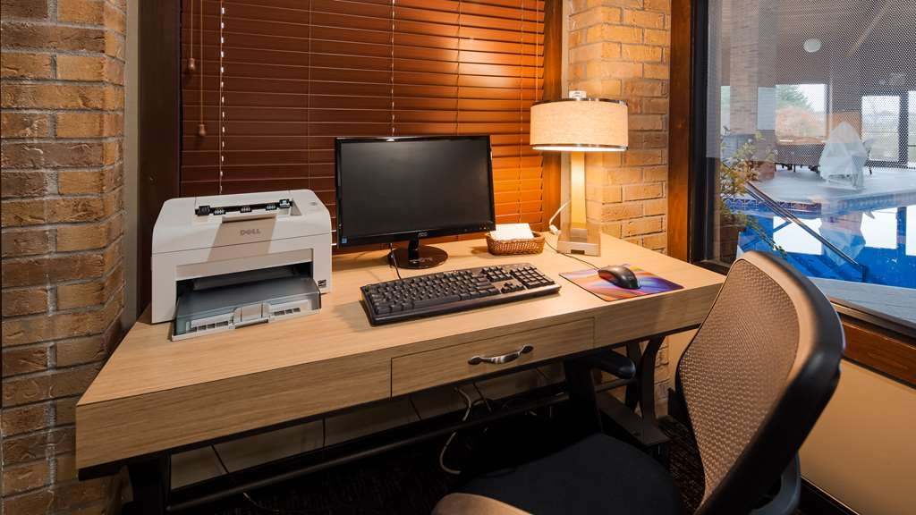 Best Western Lakewood Inn - Business Center