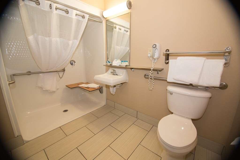 Best Western Port Columbus - Bathroom