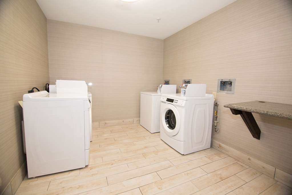 Best Western Port Columbus - Laundry Room