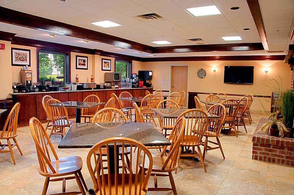 Best Western Mason Inn - Sit down and enjoy the morning news while sipping a delicious cup of coffee.