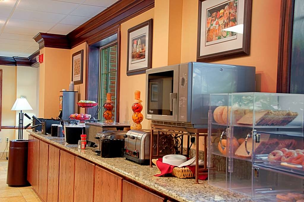 Best Western Mason Inn - Kick start your day with a complimentary full hot breakfast at the Best Western Mason Inn.