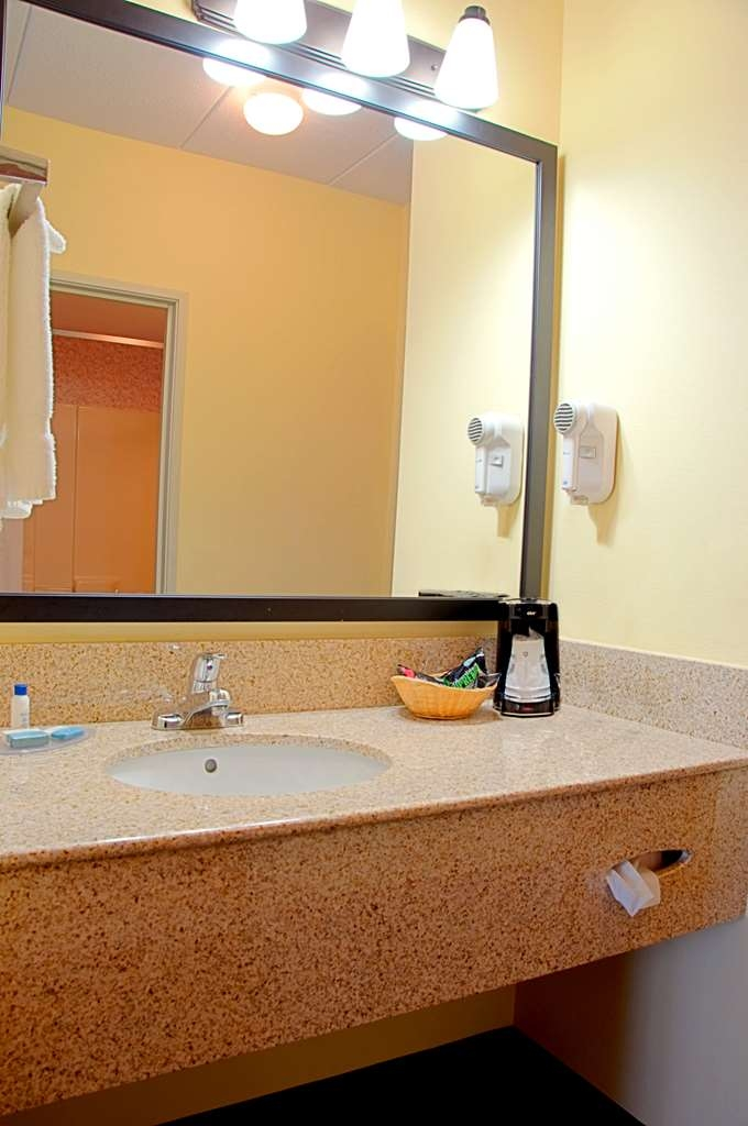 Best Western Mason Inn - All guest rooms have a large vanity with plenty of room to unpack the necessities.