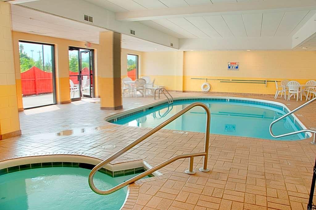 Best Western Mason Inn - Chilly outside? Enjoy our hot tub.