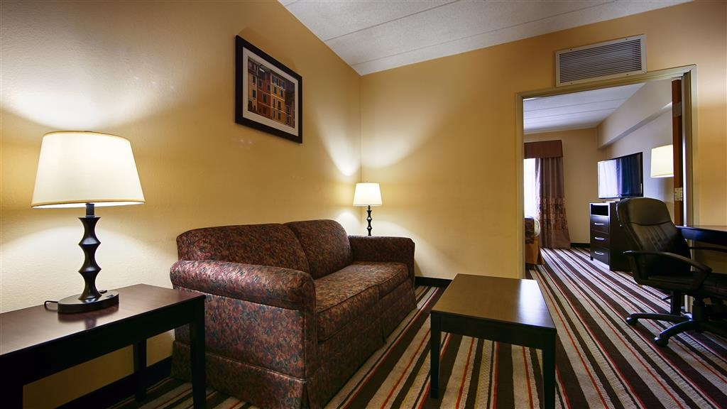 Best Western Mason Inn - Staying awhile? Try one of our suites featuring a living room.