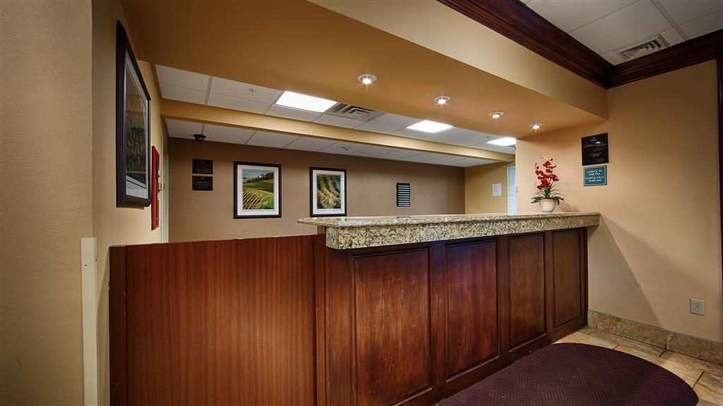 Best Western Mason Inn - Experience exceptional customer service from our front desk staff.