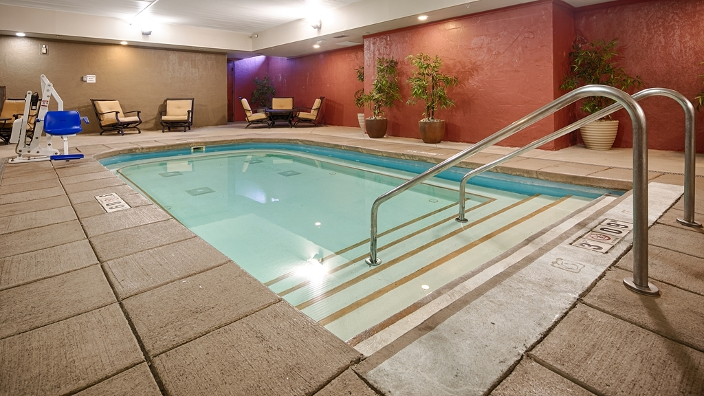 Best Western Plus Sandusky Hotel & Suites - Don't let the weather stop you from jumping in. Our indoor pool is heated year-round for you and your friends.