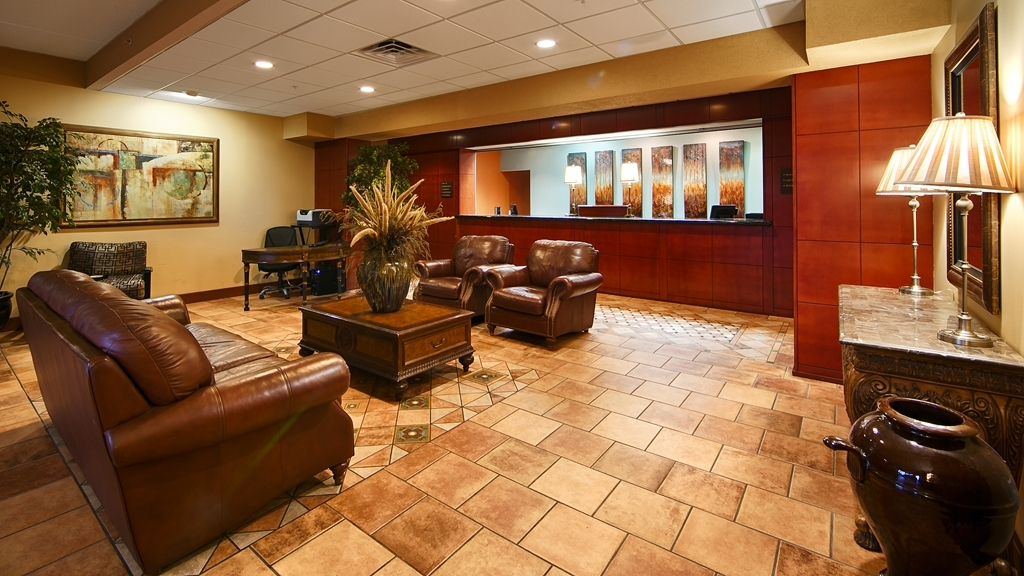 Best Western Plus Sandusky Hotel & Suites - Our lobby is the perfect spot to relax after a long day of work and travel.