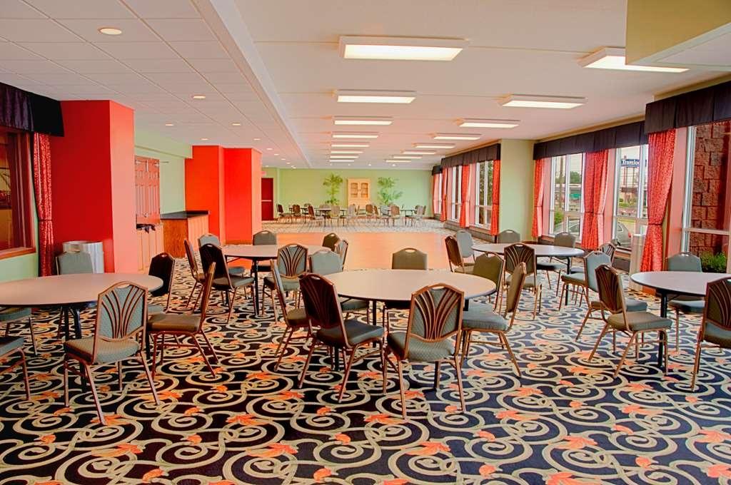 Best Western Plus Sandusky Hotel & Suites - Ballroom