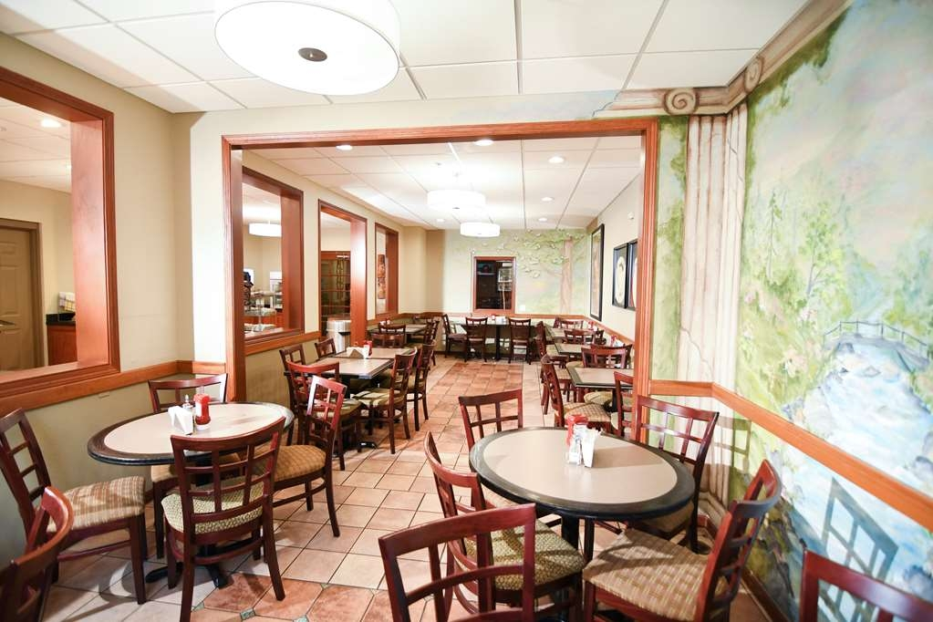 Best Western Plus Sandusky Hotel & Suites - Fuel up on a complimentary breakfast before heading out to Sandusky, Ohio's best attractions.