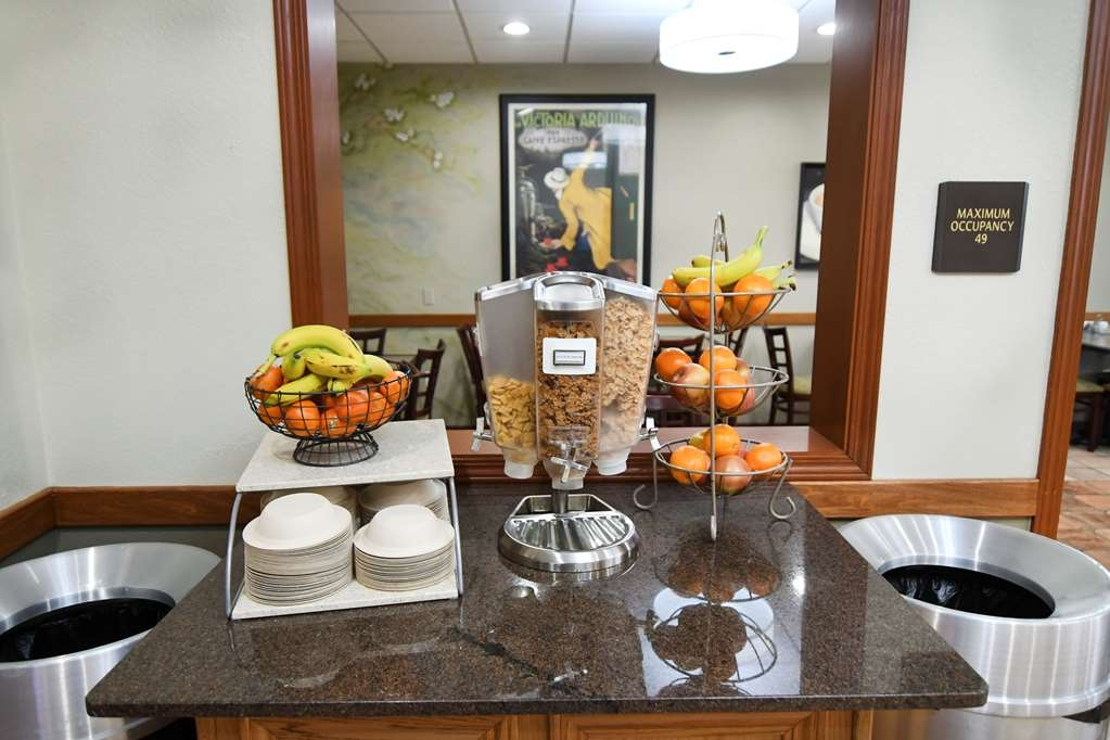 Best Western Plus Sandusky Hotel & Suites - Join us every morning for a variety of your favorite morning treats.