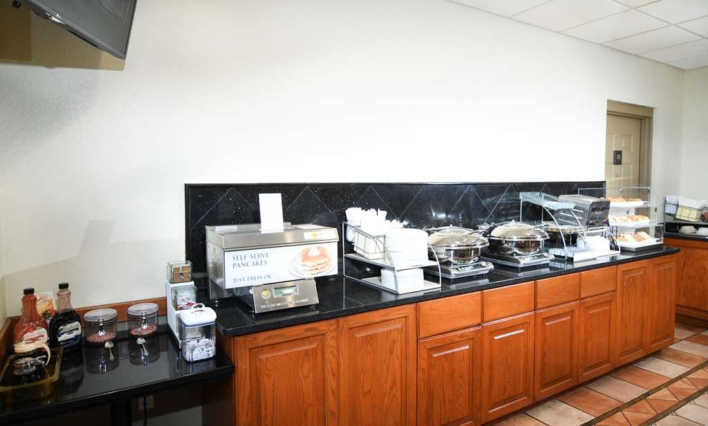 Best Western Plus Sandusky Hotel & Suites - Rise and shine with a complimentary breakfast every morning.