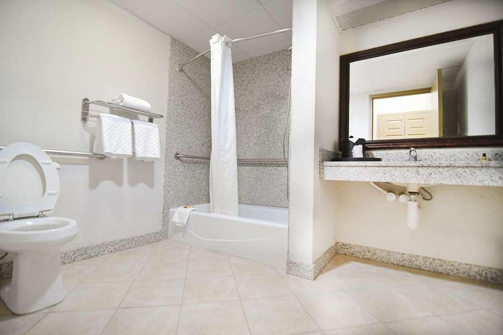 Best Western Plus Sandusky Hotel & Suites - Suite