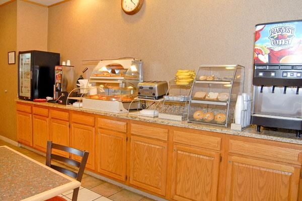 Best Western Wapakoneta Inn - Breakfast Area
