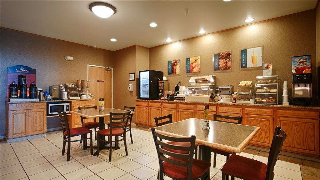 Best Western Wapakoneta Inn - Breakfast Buffet