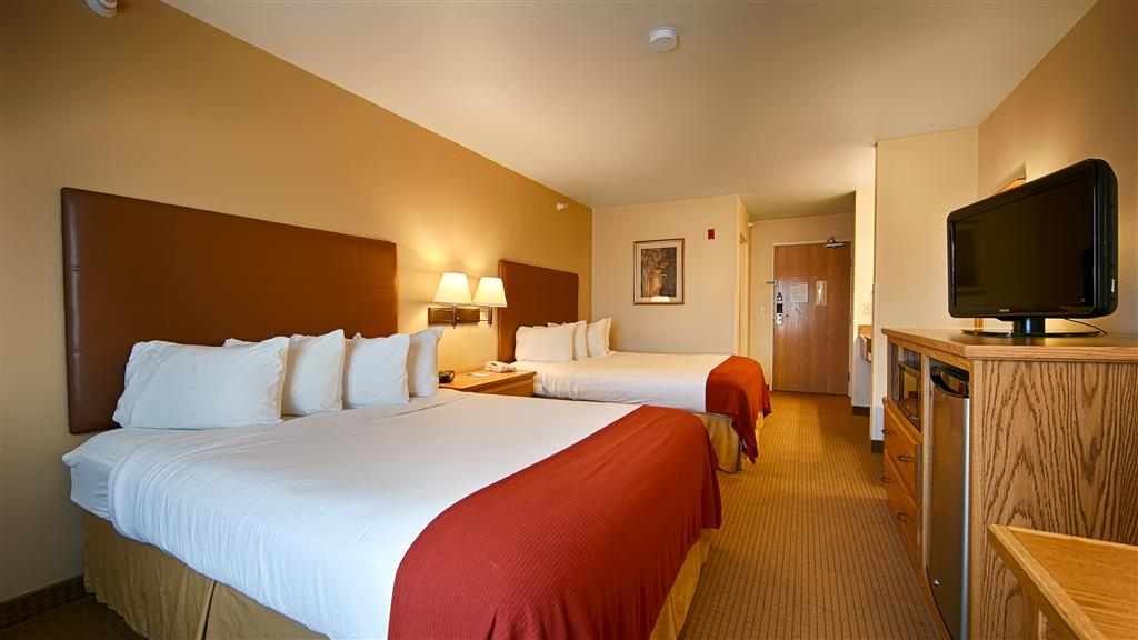 Best Western Wapakoneta Inn - Guest Room with Two Queen Beds