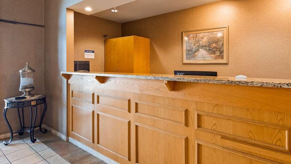 Best Western Wapakoneta Inn - Vista del vestíbulo