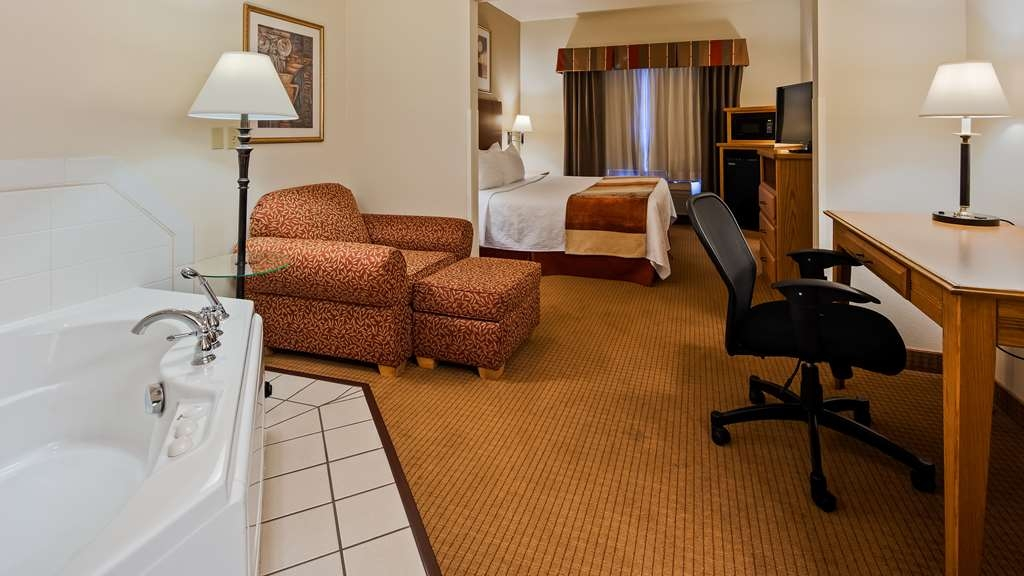 Best Western Wapakoneta Inn - Guest Room with Whirlpool
