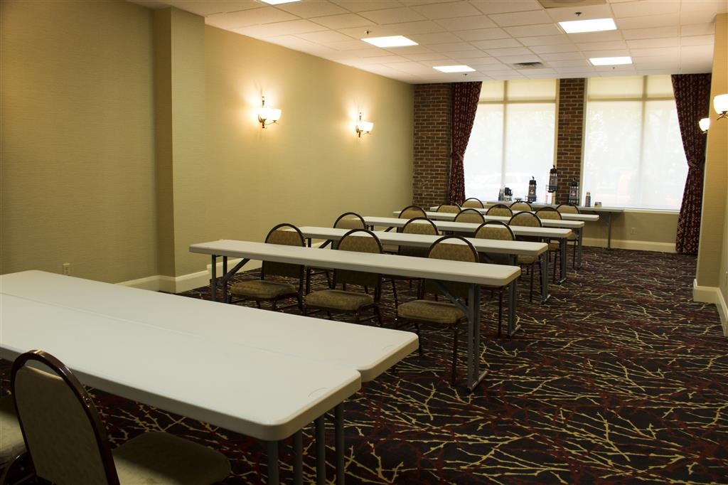Best Western Park Hotel - Our meeting room can accommodate different types of meeting styles from classroom to theater.