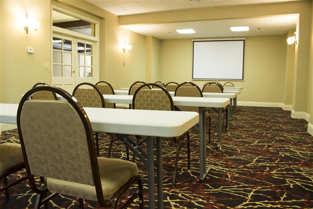 Best Western Park Hotel - Book your next seminar or training class in our contemporary meeting room.