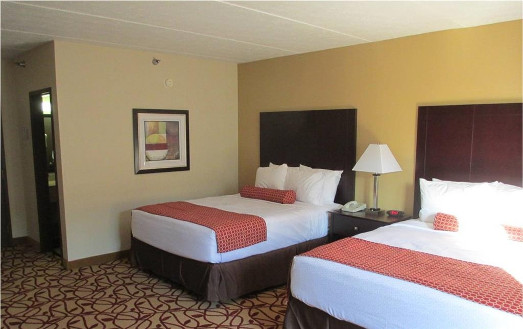 Best Western Park Hotel - Our spacious two queen guest room has all the comforts of home that at your fingertips!