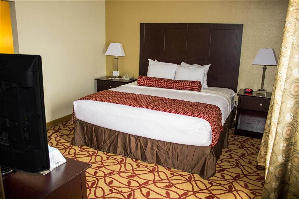 Best Western Park Hotel - Pull back the covers, hop in and catch your favorite TV show on our 32-inch flat screens, complete with HBO® and ESPN®.