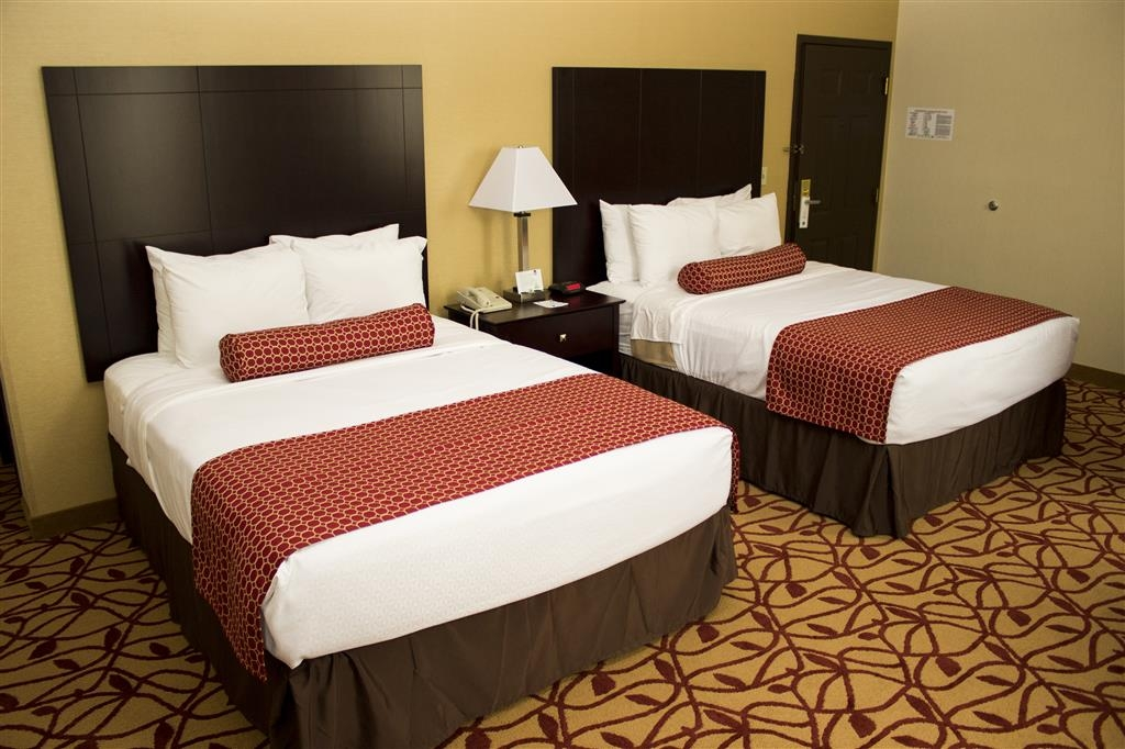 Best Western Park Hotel - Wake up refreshed in this spacious two queen guest room.