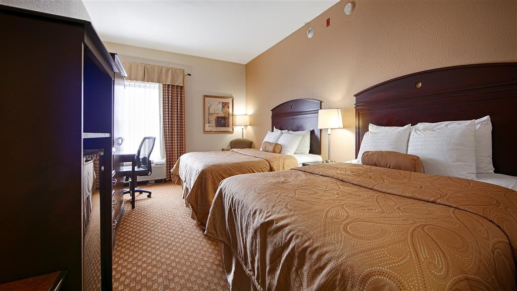 Best Western Monroe Inn - Relax after a long day of travel in our 2 Queen guest room.