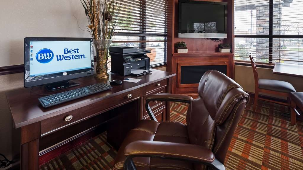 Best Western Monroe Inn - Keep connected with your loved ones or stay up-to-date on work emails in our business center.