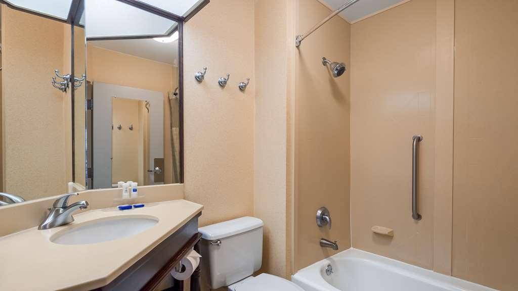 Best Western Monroe Inn - Guest Bathroom