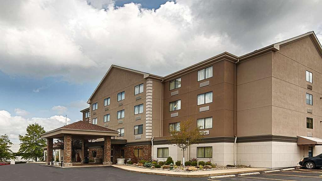 Best Western Plus West Akron Inn & Suites - Tucked away, but easy to get onto I-77. Come on in to the Best Western Plus West Akron Inn & Suites.