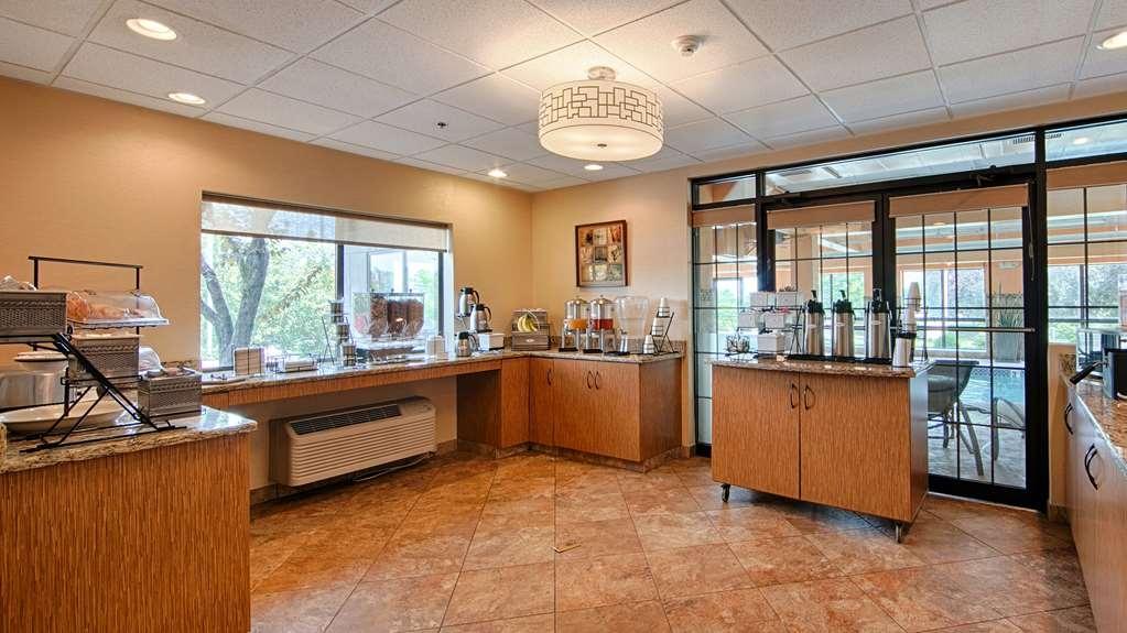 Best Western Plus West Akron Inn & Suites - Enjoy complimentary hot breakfast every morning.