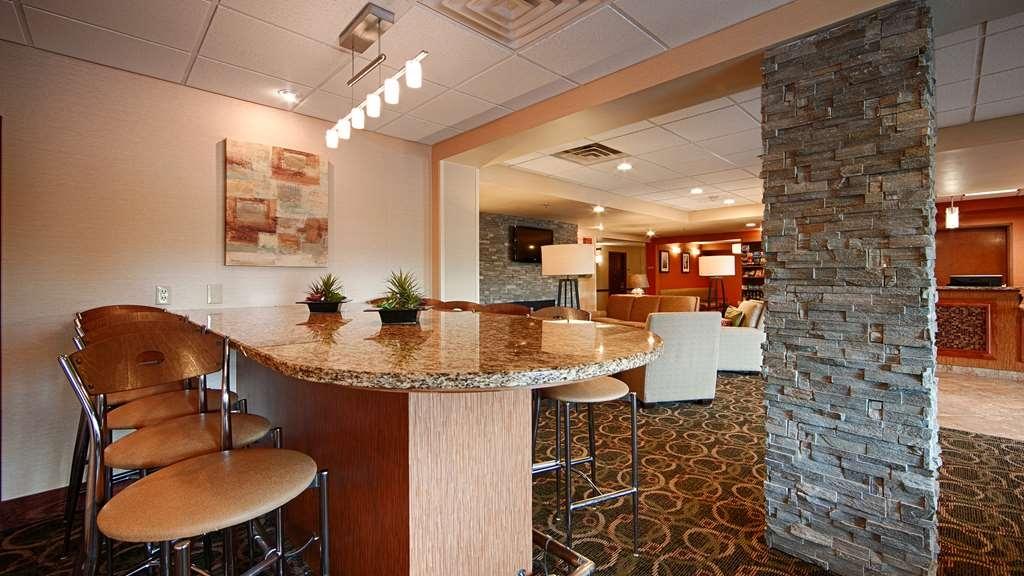 Best Western Plus West Akron Inn & Suites - Enjoy a complimentary hot breakfast every morning.