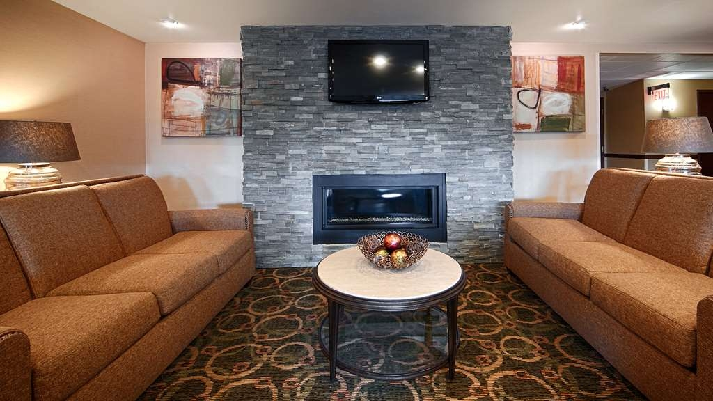 Best Western Plus West Akron Inn & Suites - Relax and take a break in our lobby!