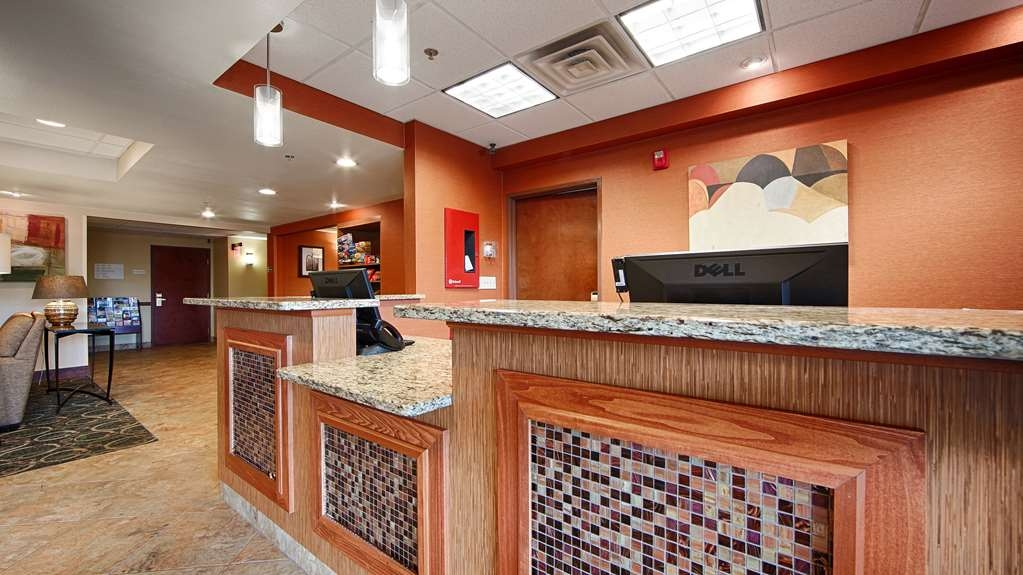 Best Western Plus West Akron Inn & Suites - Vue du lobby