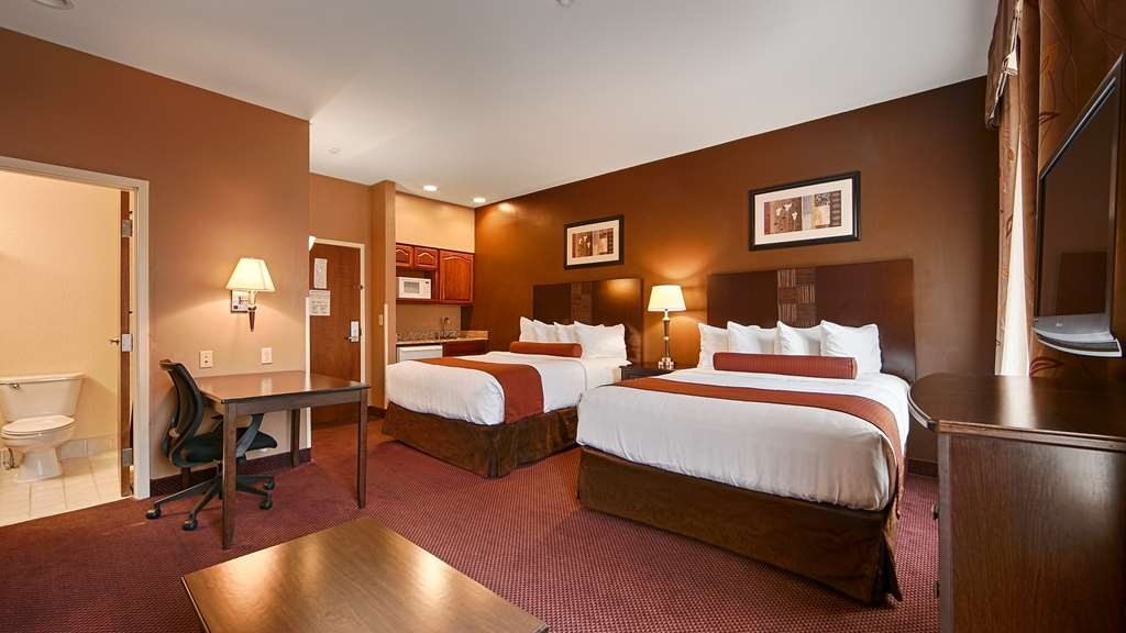 Best Western Plus Hannaford Inn & Suites - Two Queen Bedded Guest Room