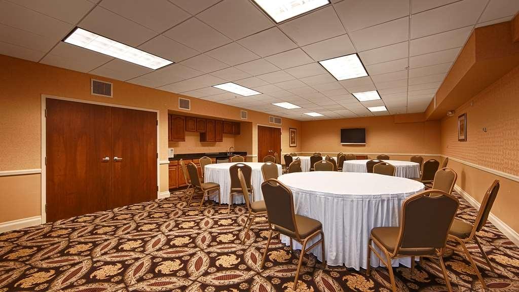 Best Western Plus Hannaford Inn & Suites - Salle de réunion